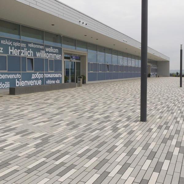 Kassel Airport, Rinn Beton- und Naturstein , Kassel Projektleiter Herr Meier von EGL, by mtextur