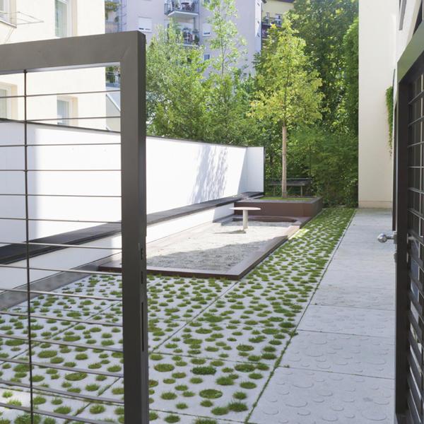 Wohn- und Geschäftshaus, Rinn Beton- und Naturstein , realgrün Landschaftsarchitekten, by mtextur