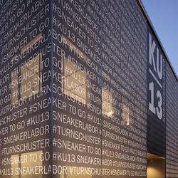 Textilfassade im Sneakerlabor, Serge Ferrari,  Ankner Buchholz Architekten, by mtextur